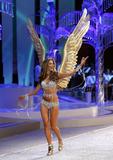 th_13364_Victoria_Secret_Celebrity_City_2008_FS_0556_123_148lo.jpg