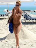 th_45304_Jesica_Cirio_Bikini_Candids_on_the_Beach_in_Miami_October_31_2012_04_122_181lo.jpg