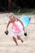 http://img247.imagevenue.com/loc233/th_913478191_Preppie___AnnaSophia_Robb_in_a_bikini_on_Soul_Surfer_set_in_Hawaii___Feb._13_2010_2395_122_233lo.jpg