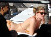 th_075446842_Celebutopia_NET.Doutzen_Kroes_relaxing_in_Miami_Beach.03_24_2011.HQ.3_122_427lo.jpg