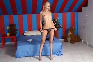 Uma - Striptease Speculum [Zip]-35n48mknj0.jpg