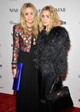 Olsen twins (Сестры Олсен: Мэри-Кейт и Эшли) - Страница 5 Th_95389_mary-kate_and_ashley_olsen_nine_premiere_tikipeter_celebritycity_014_123_581lo